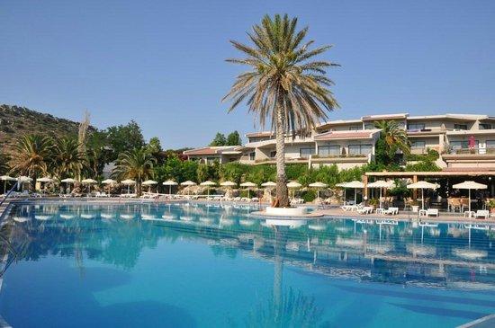 Cathrin Hotel: piscina