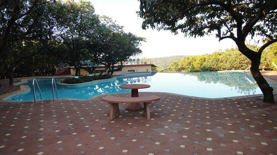 Club Mahindra Mahabaleshwar Sherwood: poolside