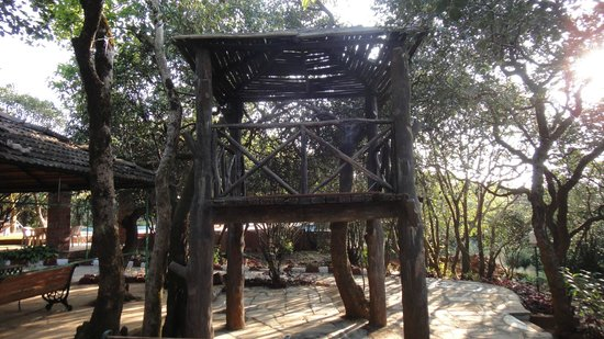 Club Mahindra Mahabaleshwar Sherwood: Machan in the garden area