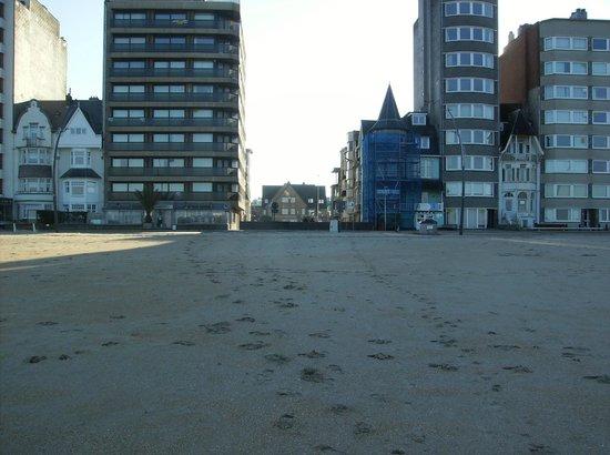 Hotel Iris : Hotel vu de la plage