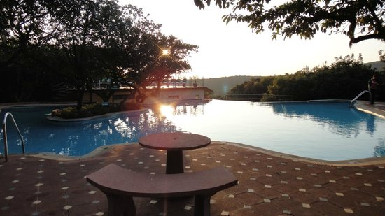Club Mahindra Mahabaleshwar Sherwood: swimming pool