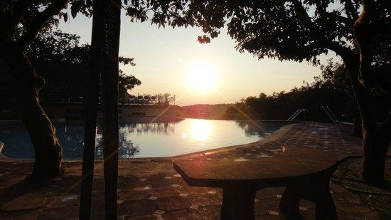 كلوب ماهيندرا ماهاباليشوار شيروود: Swimming pool