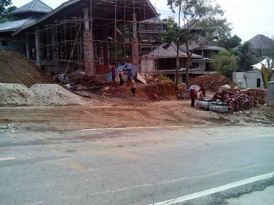 Phunawa Resort: uscita principale dall'Hotel Dewa Karon
