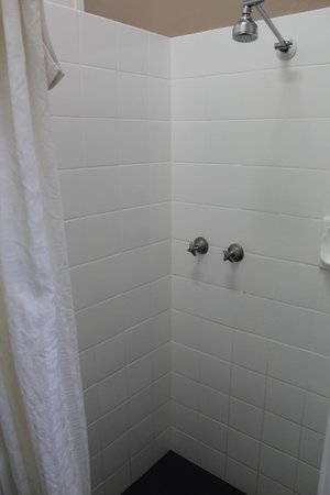 Oxley Motel: bathroom