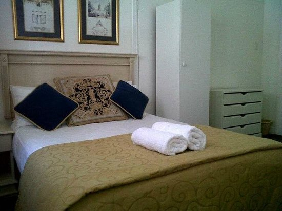 Altona Lodge: En-Suite Room