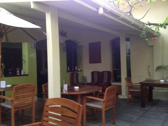 Sala Boutique Hotel: outdoor dining area