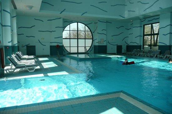 Piscine int rieure photo de disney 39 s hotel new york for La piscine new york