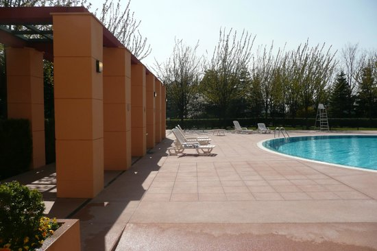 Piscine ext rieure photo de disney 39 s hotel new york for La piscine new york restaurant