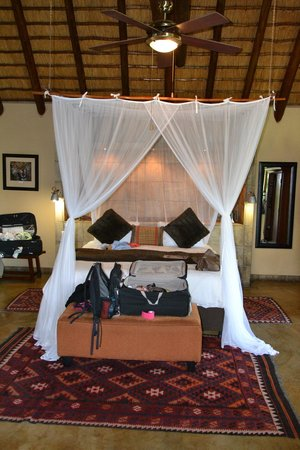 Elephant Plains Game Lodge: Manyeleti Suite