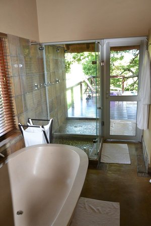 Elephant Plains Game Lodge: Manyeleti Suite - Bathroom with Outdoor Shower