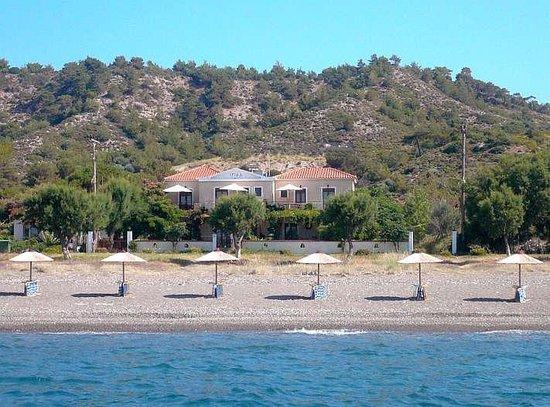 IRIDA apartments vom Strand aus gesehen