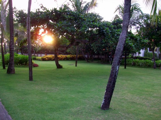 Grand Hyatt Bali: Beautifully manicured grounds