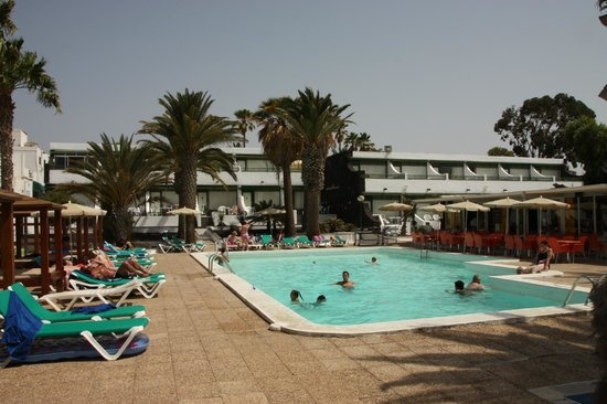 Arena Dorada Apartments: Pool was a godsend for cooling off!