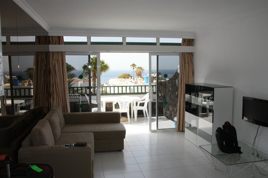 Arena Dorada Apartments: Comfy sofa in the bright living room and lovely view outside!