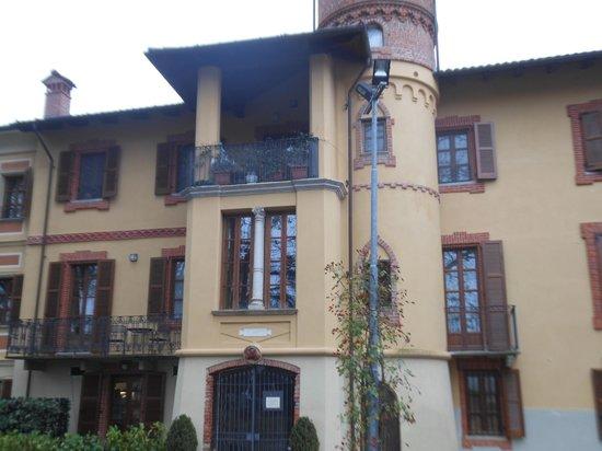 Villa Scati: sempre la villa vista da fuori