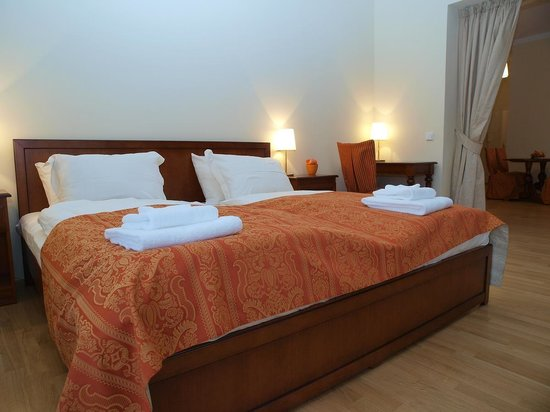 City Apartment: Bedroom
