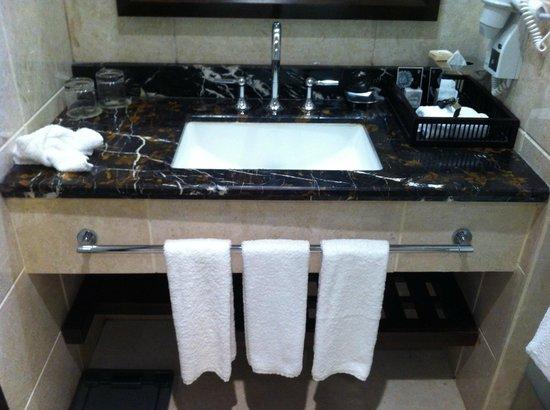 فندق برج ساعة مكة الملكي فيرمونت: bathroom