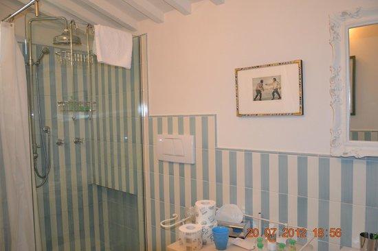 Oltre Il Giardino: bathroom 