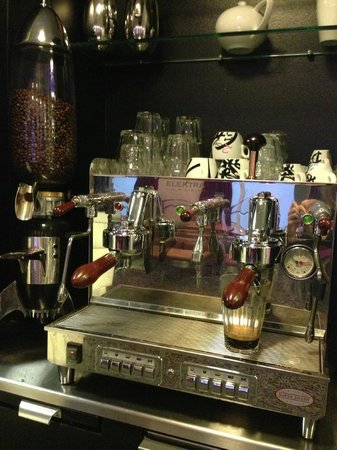 Andersen Boutique Hotel: Elektra Coffee Machine