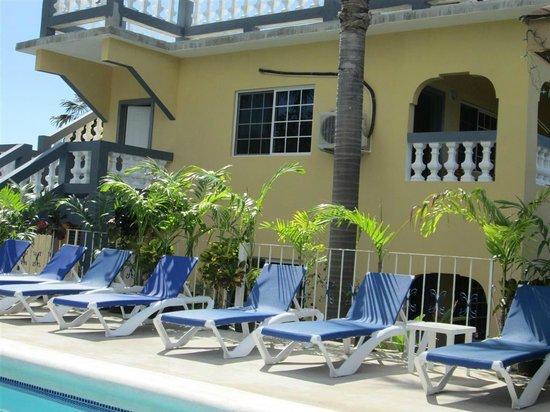 Seastar Inn: New section behind pool