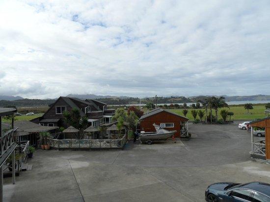 Anchor Lodge Coromandel: Heated pool and spa area 