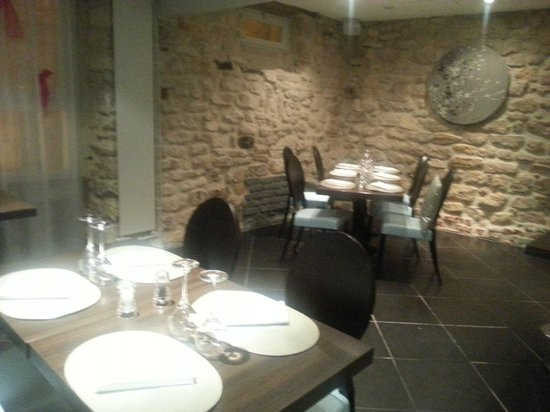 St-Germain-en-Laye, Frankreich: Une des jolies salles du restaurant