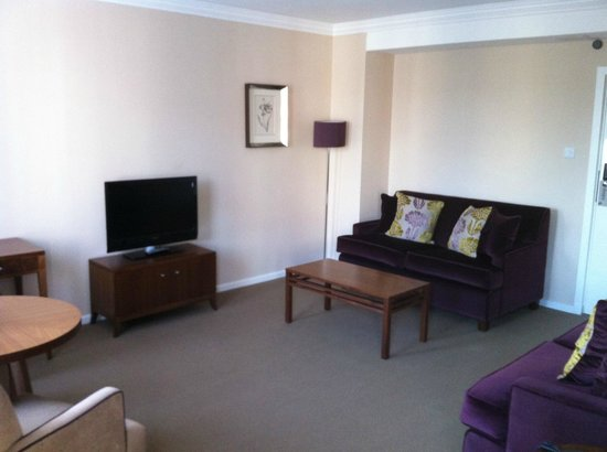Dolphin House Serviced Apartments: Dining/Reception room