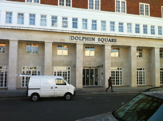 Dolphin House Serviced Apartments: Outside View