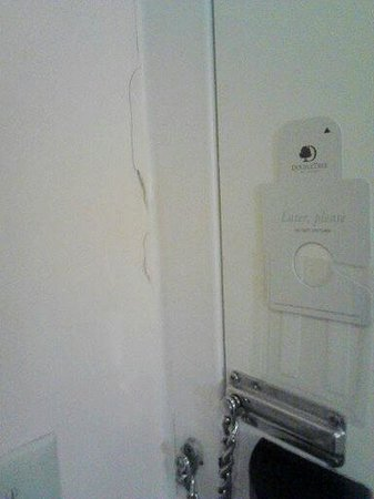 DoubleTree Resort by Hilton Paradise Valley - Scottsdale: Front door , looks as if its been broken into a few times.