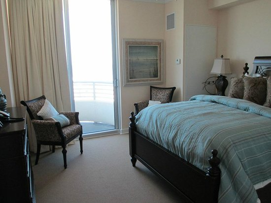 Ocean Club at Biloxi: Suite A Bedroom with ocean view and balcony access