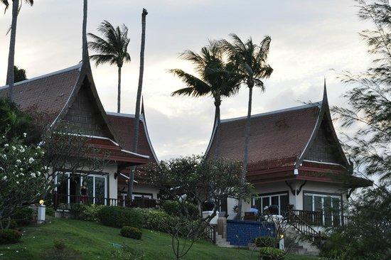 Q Signature Samui Beach Resort: Three villas grouped around a shared infinity pool
