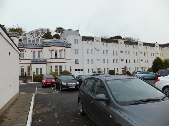 Stradey Park Hotel & Spa: Front of hotel
