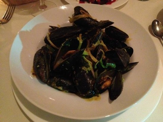 Division Street Grill: Thai-style Mussels with Leeks in Coconut Milk