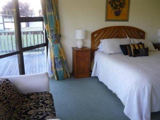 Lake Tekapo Holiday Homes : master bedroom