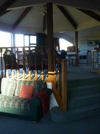 Lake Tekapo Holiday Homes : living, dining and kitchen in background