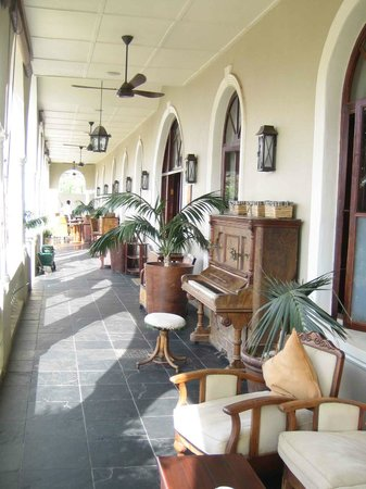The Royal Hotel: The verandah