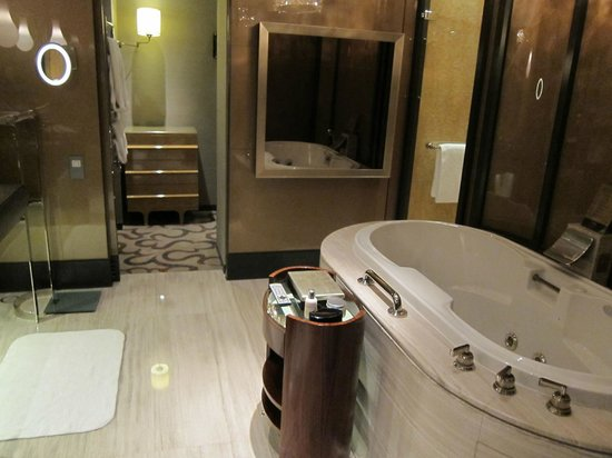 MGM Macau: Guest Bathroom