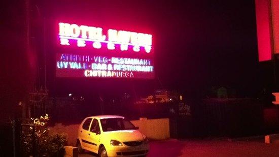 Hotel Naveen Regency: The entrance