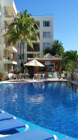 Ixchel Beach Hotel: East pool (sunny side)