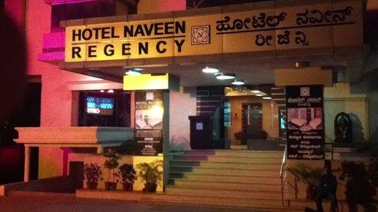 Hotel Naveen Regency: Entrance