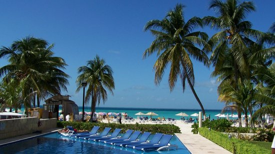 Ixchel Beach Hotel: Pool view (East pool)