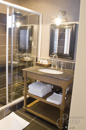 Hotel La Licorne - UPDATED 2017 Reviews & Price Comparison (Lyons ...