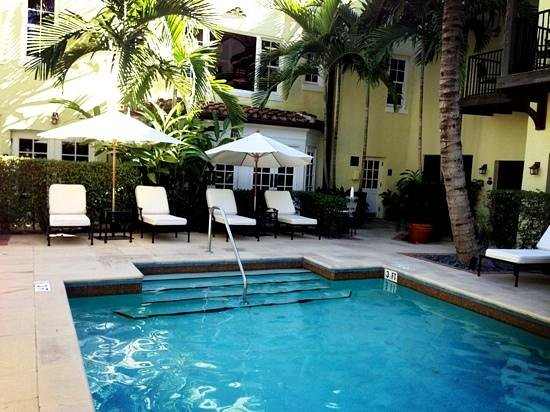The Brazilian Court Hotel: Brazilian Court Hotel's pool area