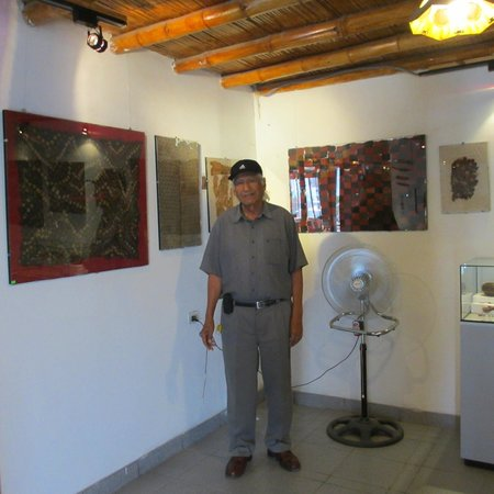 Paracas History Museum -  Juan Navarro Hierro: These are some of the beautiful textiles and this is the museum owner