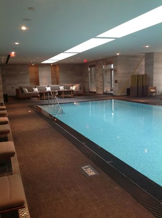 Four Seasons Hotel Toronto : amazing pool, with underwater music