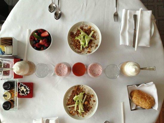 Four Seasons Hotel Toronto : our breakfast, Muesli was so good