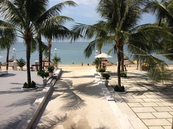 Thien Thanh Resort: to the beach