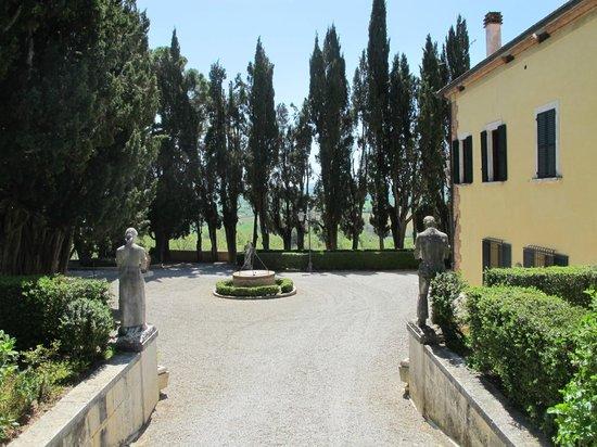 Villa Poggiano: Approach