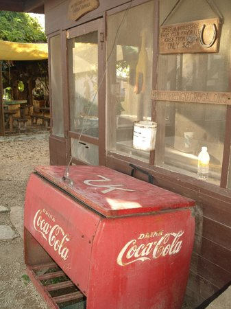 Dixie Dude Ranch: Cold drinks always available