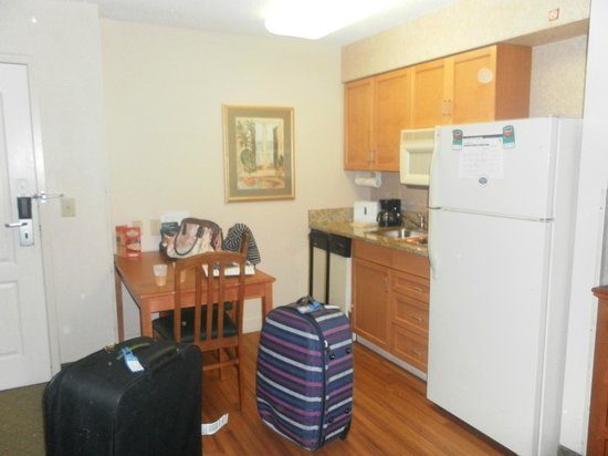 Homewood Suites Orlando-International Drive/Convention Center: kitchen area